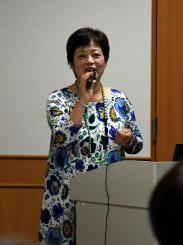 ひきこもり支援の事例などを紹介した秋田敦子理事長
