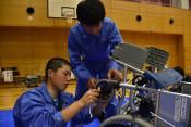 真心込めて車いす修理 県内工業高生、海外に贈る活動