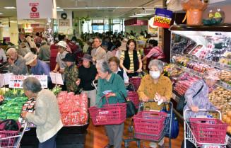 27日に開店し、多くの人でにぎわったマルイチメイプル店