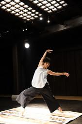 盛岡市で初のソロダンス公演「不自由クイーン」を開くかとうちあきさん