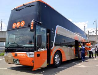 県北バスが31日から運行を始める2階建てバス。上階から四季の宮古路の眺望を楽しめる