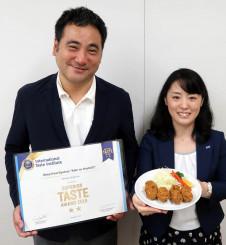 カキフライが優秀味覚賞を獲得し、さらなる付加価値向上を目指す吉田琇則社長(左)