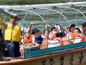 川面からの古里新鮮 北上北中生が船下り体験