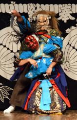 伝統の舞を披露する神楽衆
