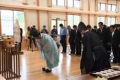 にぎわい祈り海開き 県内トップ、陸前高田の広田海水浴場