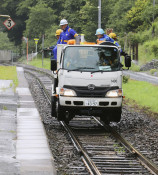 シカ衝突防止にトライ JR釜石線、線路に嫌う液剤散布
