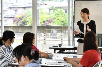 時間の使い方や感情のコントロールなど、育児と仕事の両立に必要なノウハウを伝える榎本倫子さん