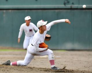 高田-福岡 持ち前の制球力を生かし、被安打2で完封した福岡の菅原=花巻