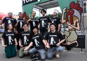 Tシャツで鶏肉PR 九戸村商工会青年部が新キャラ