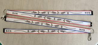 田野畑村内の三陸鉄道の駅舎や車両がデザインされたネックストラップ