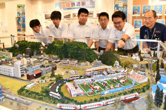釜石商工高工業クラブが制作した釜石鵜住居復興スタジアムの模型