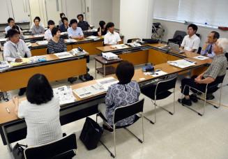 秋田県の教員らが自主的に開くNIE学習会