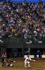盛岡市の県営球場で開催された楽天-日本ハム戦。来年は銀次選手の凱旋プレーが見られない=2017年5月17日