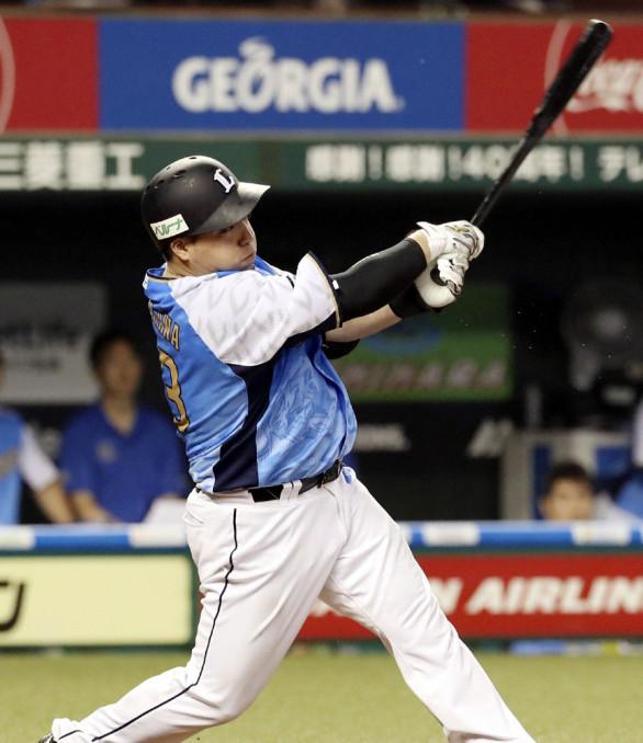 8回西武2死二塁、山川穂高が右中間に先制二塁打を放つ=メットライフドーム