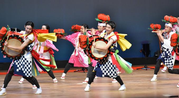上駒木野さんさ踊りを披露する雫石の郷土芸能委員会