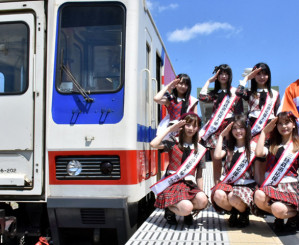 三陸鉄道の応援大使に任命されたAKB48グループのメンバー