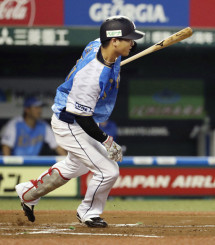 2回西武2死一、三塁、佐藤龍世が左翼線に逆転の2点二塁打を放つ=メットライフドーム