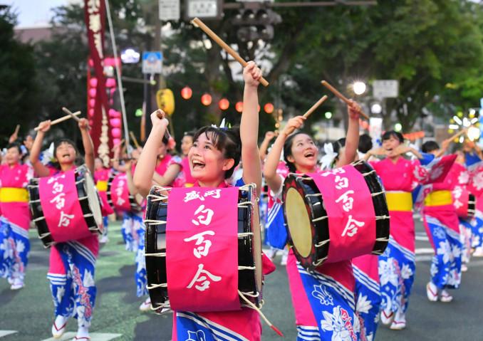 元気なかけ声と力強い踊りでさんさ甲子園初優勝を果たした盛岡白百合学園