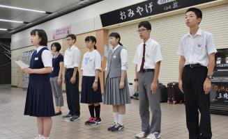 「学んだことを多くの人に伝えたい」と意気込む永沼遥々さん(左)ら団員6人