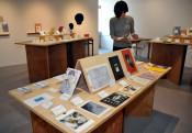 自在な発想で「本の形」表現 盛岡で東北ゆかりの作家ら作品展