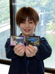 機械遺産認定を記念した施設カード(左)と通常のカード