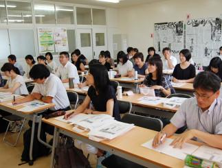 新聞作りの学習効果について理解を深めた県内小中学校の教諭ら