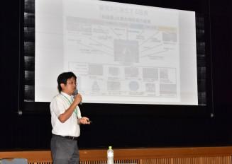 国際リニアコライダー(ILC)の最新動向について講演する重浩一郎特命課長