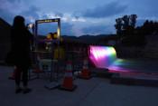 闇夜に映える虹色の水流 西和賀・湯田貯砂ダム見学ツアー