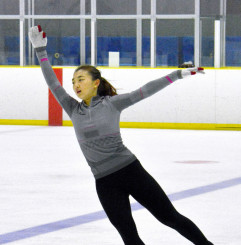 練習するフィギュアスケート女子の坂本花織=盛岡市