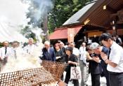 心に刻む不戦の誓い 盛岡・護国神社で戦没者追悼