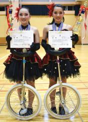 全国2連覇を遂げた千田玲那さん(左)と菊池紗樺さん