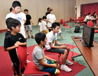 eスポーツで競う中学生以下の部の参加者