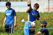 Jリーガー コメ収穫へ力添え 陸前高田市と友好協定の川崎