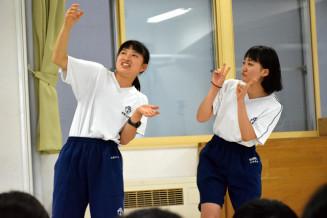 生徒が練習を重ねたネタを披露した「Fー1グランプリ」予選会