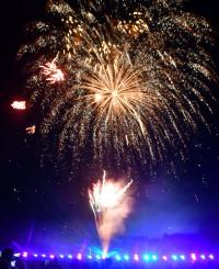 夜空を華やかに彩った花火