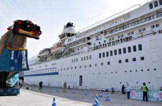 大船渡港に入港した客船ぱしふぃっくびいなす=2018年5月