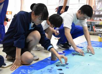 交流学習に取り組む気仙光陵支援学校と大船渡高の生徒たち