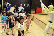避難の心得、中学生伝授 釜石東、園児へ防災教育