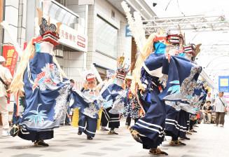勇ましい演舞を披露した法領田獅子踊り保存会の子どもたち