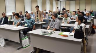 入学式で学習意欲を高める岩手大シニアカレッジの受講生