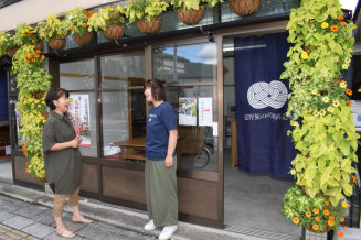 JR遠野駅前に開設された旅の産地直売所