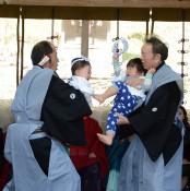 負けても愛らしい泣き相撲 三熊野神社