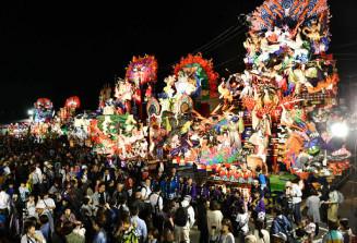 豪華な山車が集結した久慈秋まつりの前夜祭
