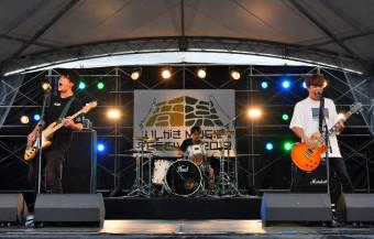 FUNNY THINKがオープニングを飾り「いしがきミュージックフェスティバル」が開幕した=23日午前10時2分、盛岡市内丸・岩手公園