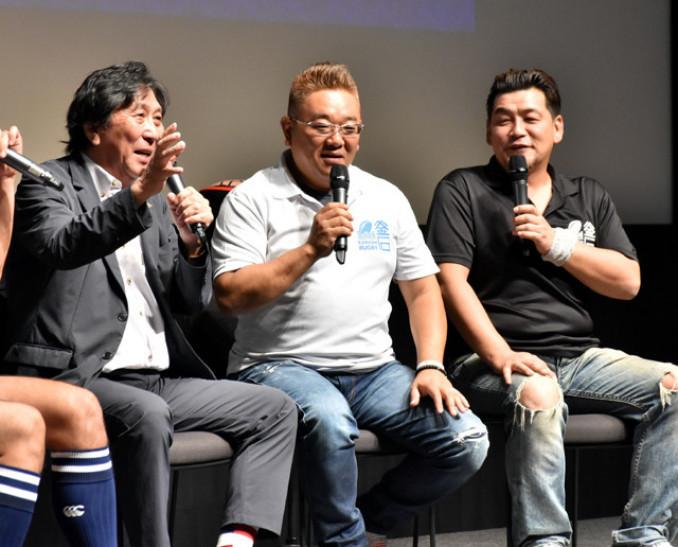 釜石への思いやラグビーの魅力を語る(左から)松尾雄治さん、サンドウィッチマンの伊達みきおさん、富沢たけしさん