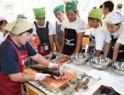 古里のサケ、学び新鮮 洋野・中野中生、調理挑戦