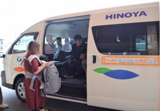 町内を巡る新たな公共交通手段の候補として4日から実証実験が始まるデマンド型乗り合いバス