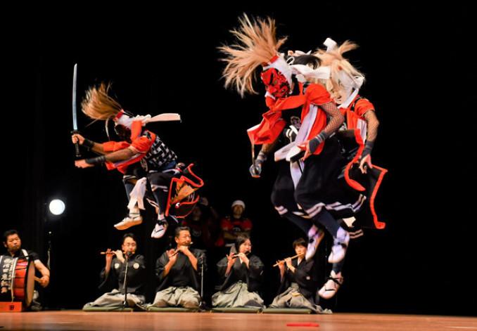 躍動感ある演舞で観客を魅了した滑田鬼剣舞保存会