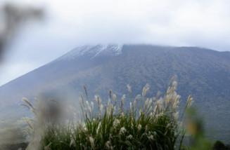 雪化粧した岩手山=9日午前9時45分ごろ、八幡平市松尾寄木から撮影