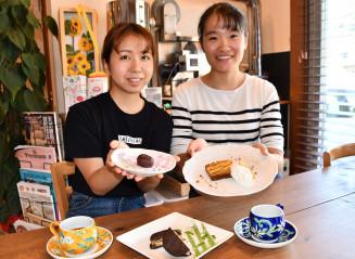 釜石をイメージしてスイーツを開発した小玉芽以さん(左)と林咲良さん